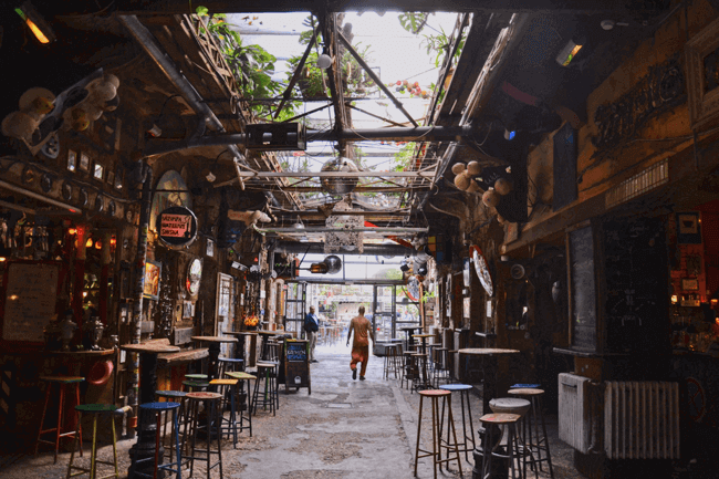 budapest-attractions-szimpla-kert