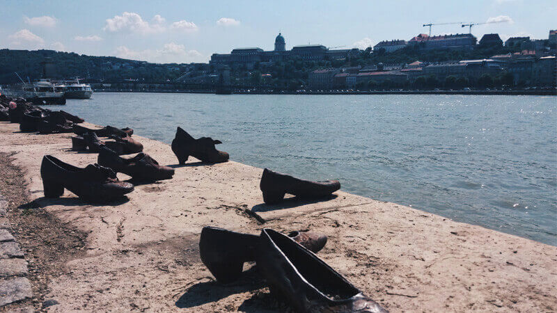 budapest attractions chaussures danube
